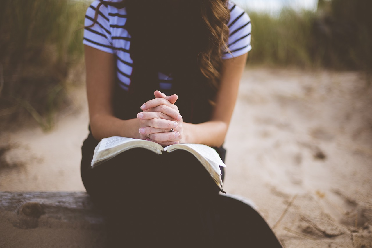 The Power of Praying Women in the Bible – GEB